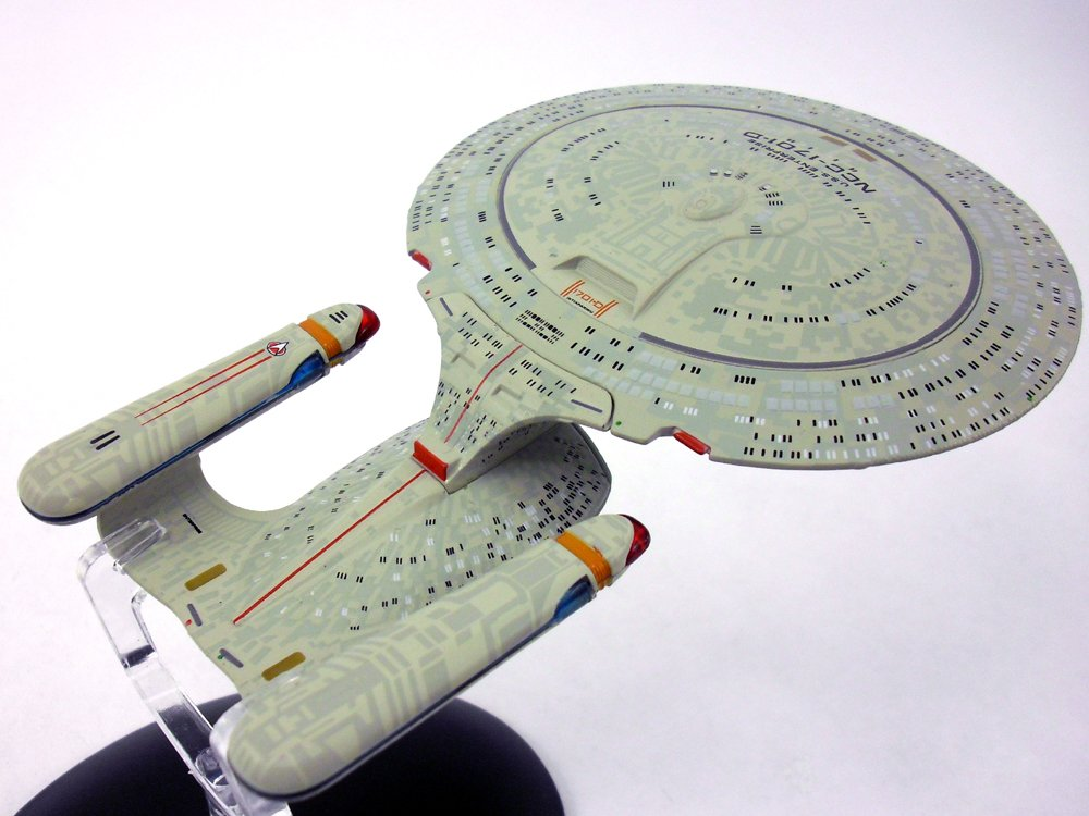 Star Trek USS Enterprise-D Diecast Metal and Plastic Model and Magazine #1