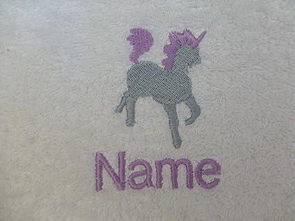 Toalla de baño con un unicornio Logo y tira de nombre de cada tu elección (