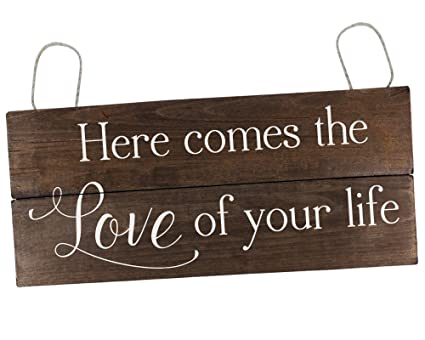 amazon com here comes the love of your life sign rustic here comes