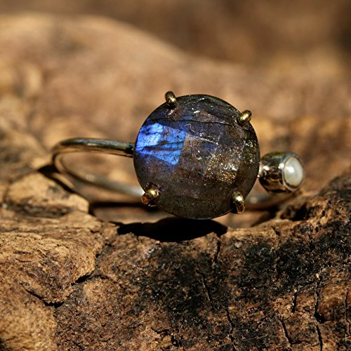 faceted-labradorite-statement-ring-with-secondary-side-set-pearl-in-silver-2mm-round-band