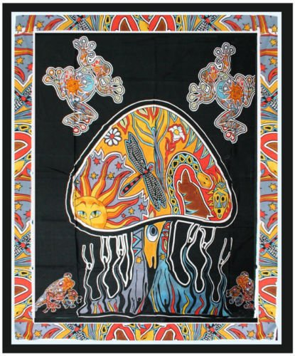 Trippy Psychedelic Mushroom Tapestry Frogs Magic Shrooms Tapestry Dorm Tapestry Hippie Tapestry Wall hanging Fantasy Bohemian Bedding Bedspread Trippy Animal Wall art