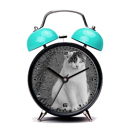 Azul reloj despertador, Retro portátil al lado de la alarma ...
