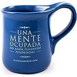 El Viejo Amargo | Taza para café | Taza para té | Taza con frase: Una mente ocupada no anda pensando pendejadas (Azul)