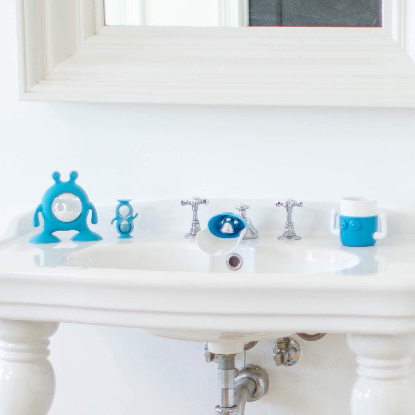 Prince Lionheart eyeFAMILY (Berry Blue), Toddler Bathroom Set, Includes a 1 MinuteTimer, Cup, Toothbrush & Toothpaste Holder, Faucet Extender - Children's Bathroom Essential by Prince Lionheart