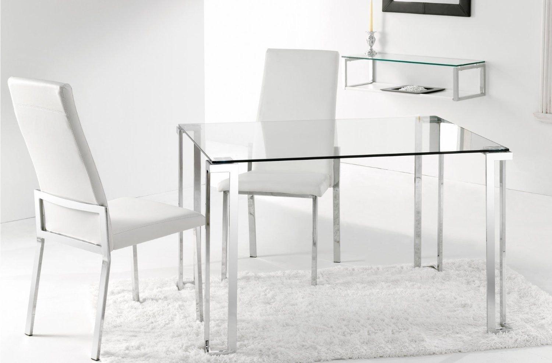 Estupenda mesa de comedor elaborada en vidrio templado y acero cromado.