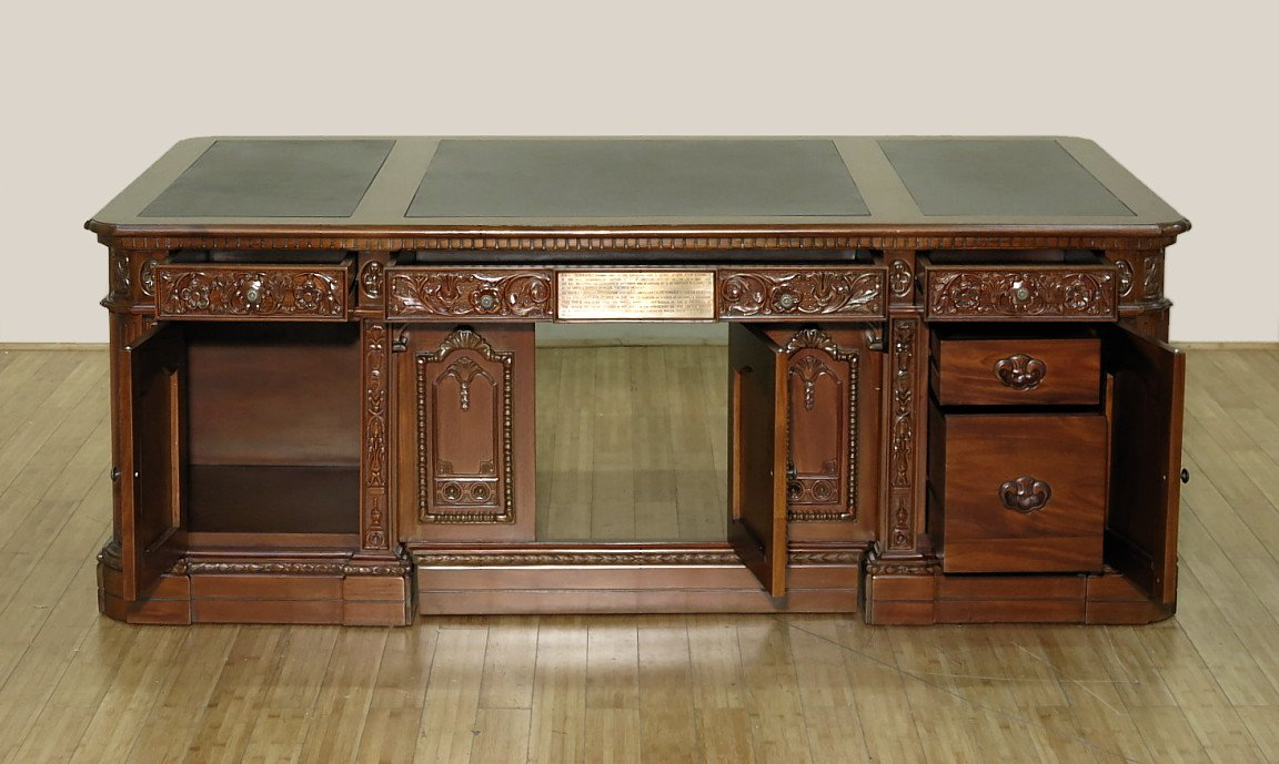amazoncom 7ft mahogany leather presidential white house oval office resolute desk d500 ww f 1495 kitchen dining amazoncom white house oval office