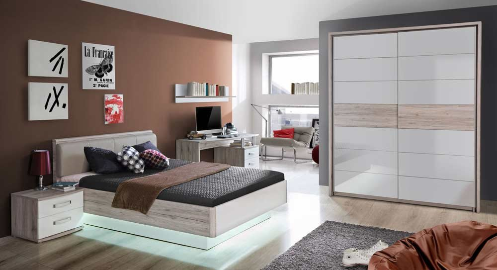 lifestyle4living Jugendzimmer in Sandeiche-NB und weiß Hochglanz, Bett (ca. 140x200cm), Nachtkommode, Schreibtisch, Wandregal, Schwebetürenschrank (B:ca. 170,3cm)