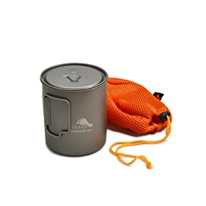 This backpacking image shows the lightweight oaks titanium 750ml cooking pot.