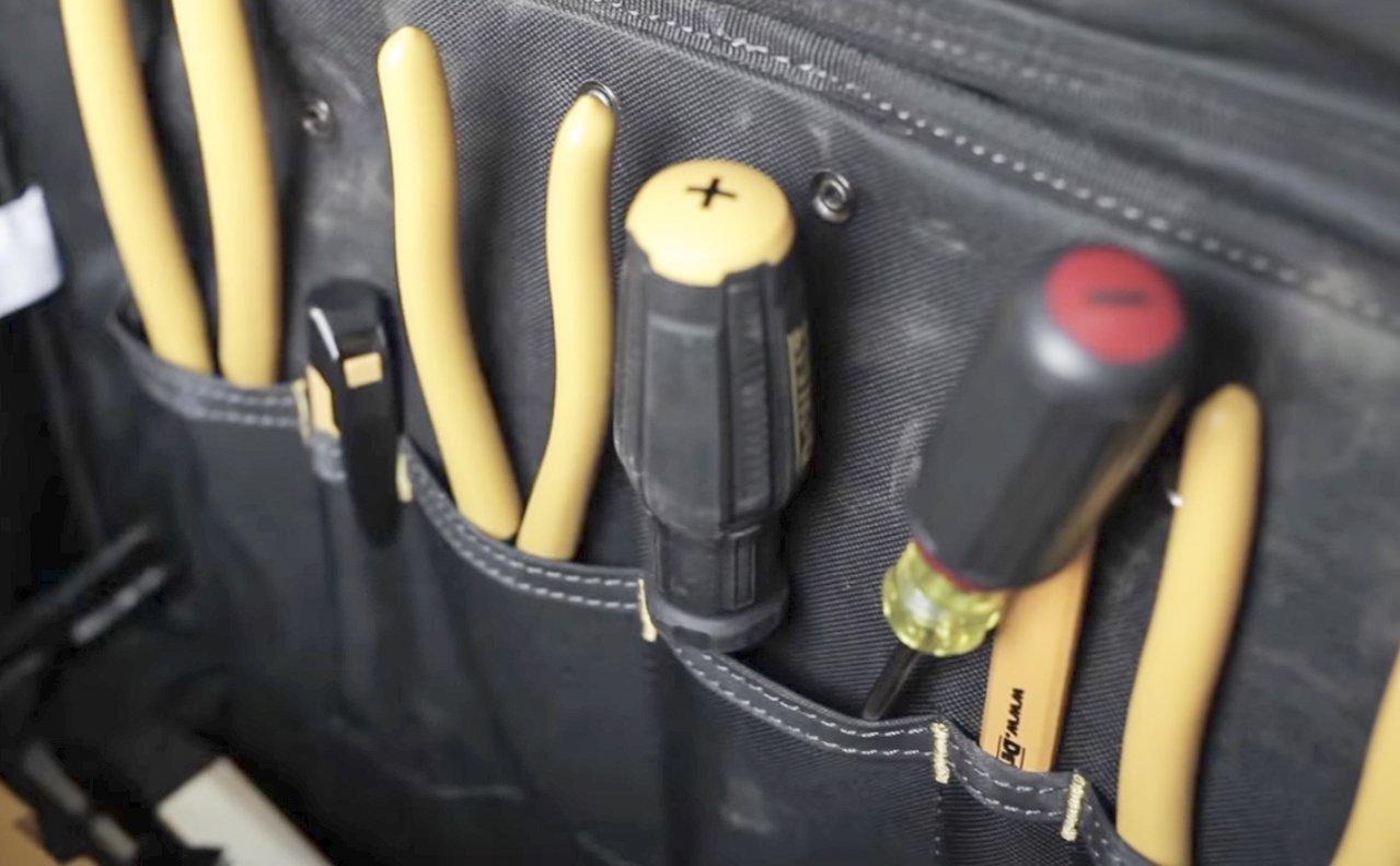 DEWALT DGL571 Lighted Roller Tool Bag, 18 in. by DEWALT (Image #2)