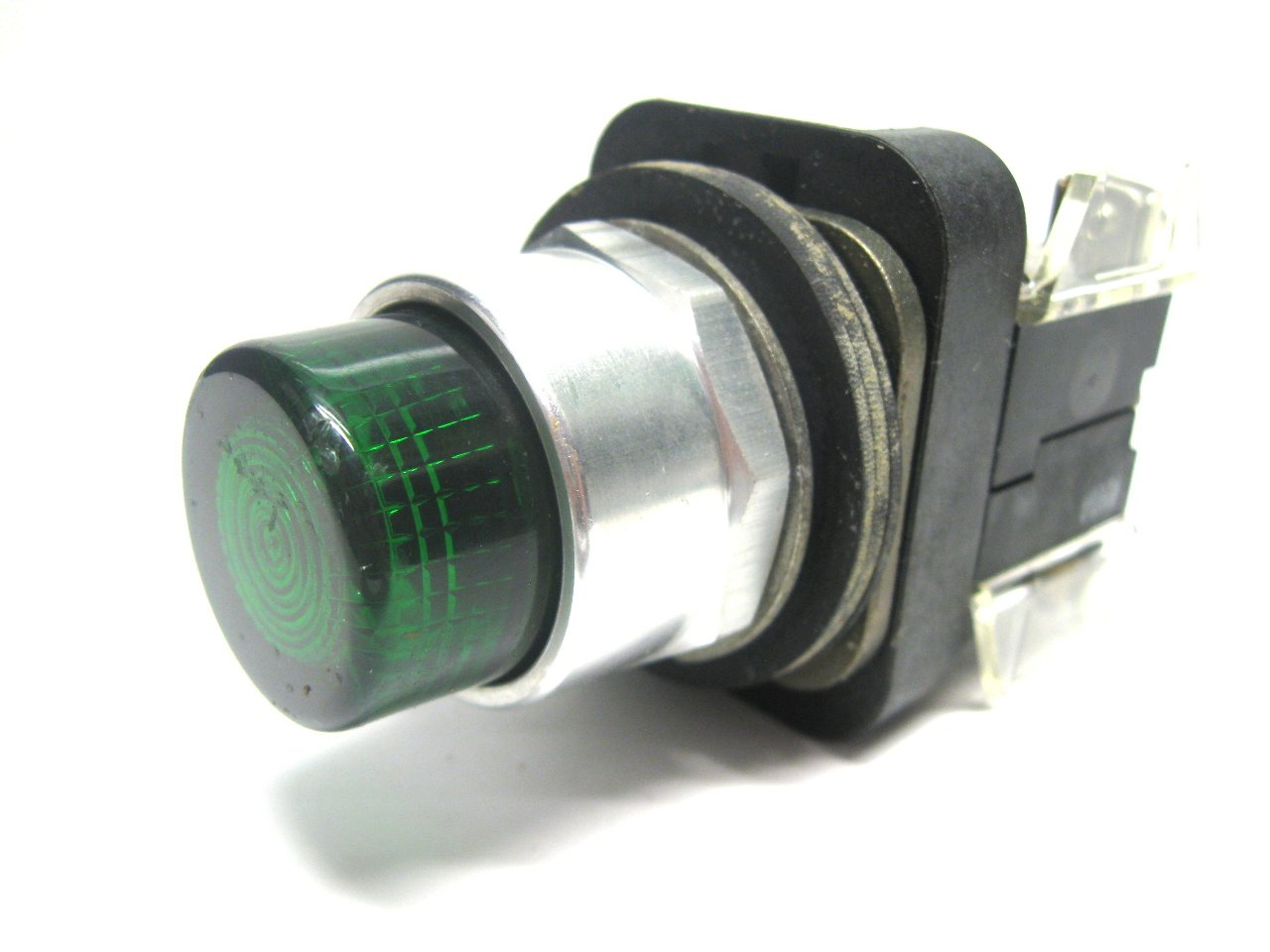 Allen Bradley 800T-Qb24 Series T 30 5Mm Momentary Contact Push-Button  800T-Qb24 Series T