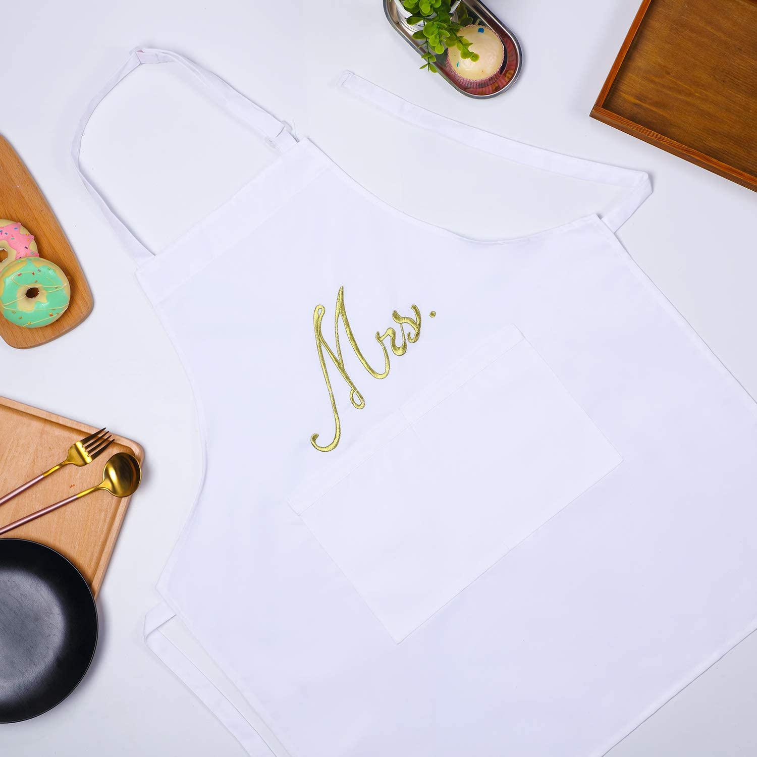 2 Piece Mr and Mrs Kitchen Apron Set Couple Aprons Matching Engagement Wedding Anniversary Bridal Shower Gift for Bride