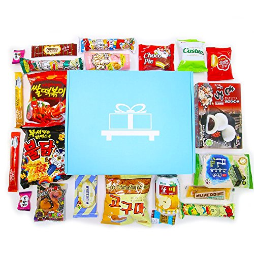 Akibento Deluxe Asian Snack Box (22 Count) | Variety Assortment of Premium Japanese Candy, Korean Snacks and Asian Sweets! | College Care Package | Gift Care Package | Nom Box (Assortment Pack Sign)