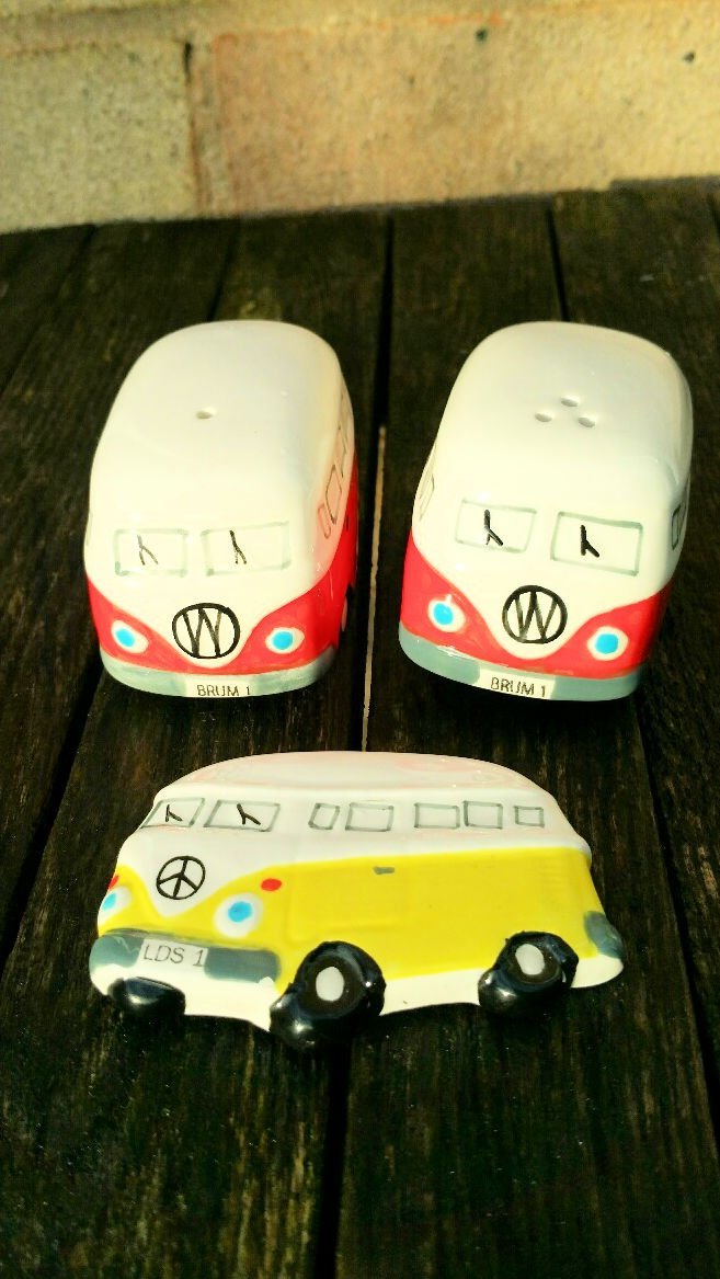 Brum 1 Camper Van Salt and Pepper Gift Set with Fridge Magnet (Random Colour) - Brand Stamped - Red TheGermanMarket