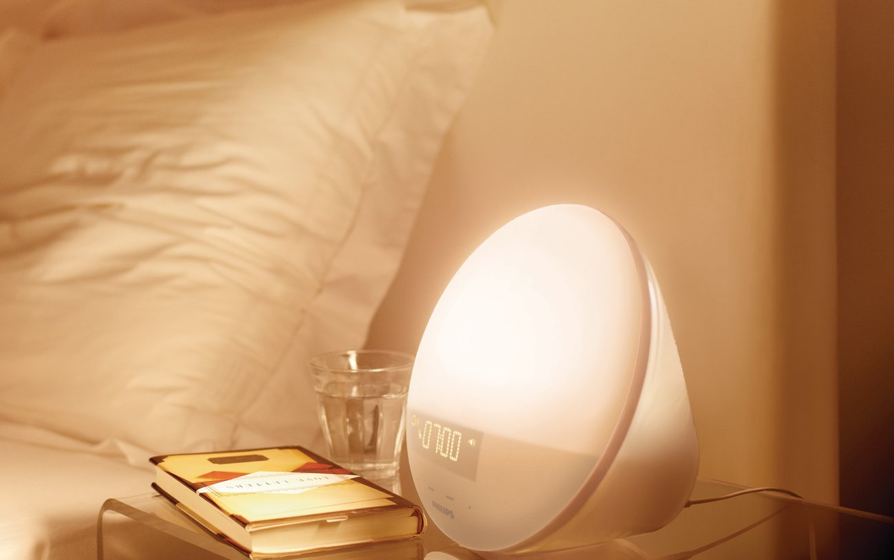 Philips Wake-Up Light with Sunrise Simulation alarm clock and Sunset Fading Night Light, White HF3510 by Philips (Image #4)
