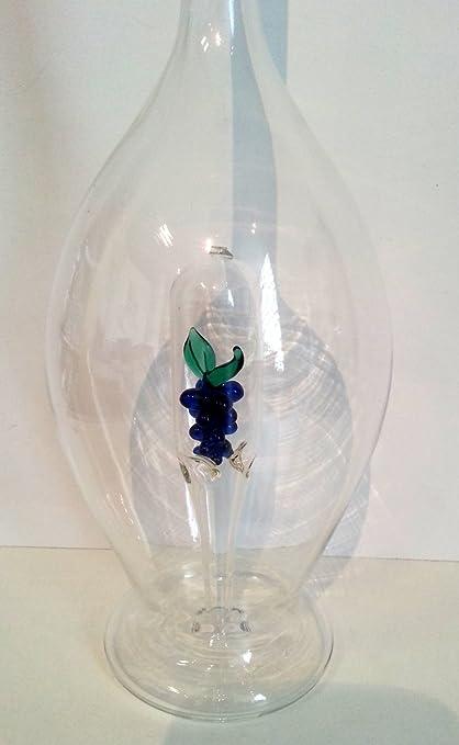 Jarra la forma ovalada de cristal claro, botella, garaffa, decantador de vidrio transparente y soplado a ...