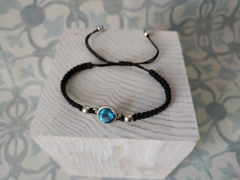 Pulsera tupis de swarovski celeste con bolitas de zamak bañadas en plata, pulsera hecha a mano, pulsera macramé y plata, pulsera con cristal, regalo de navidad