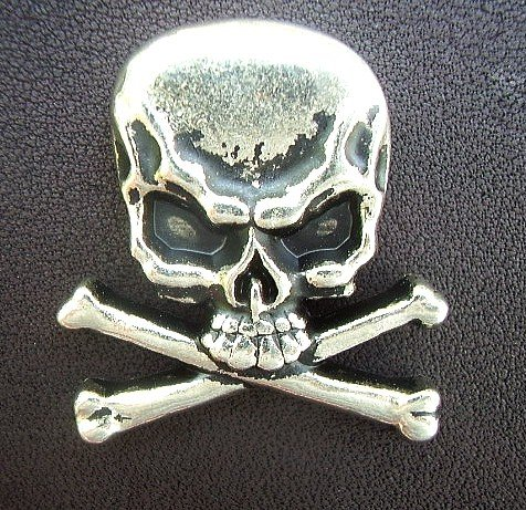 Metal Skull & Crossbones Cast Ornament with Rivet 1