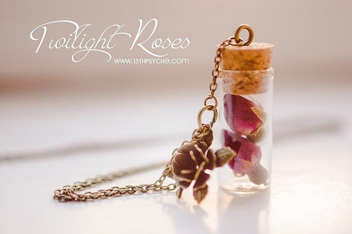 Collar de botella con capullos de rosa. Collar de flores, collar de vial,