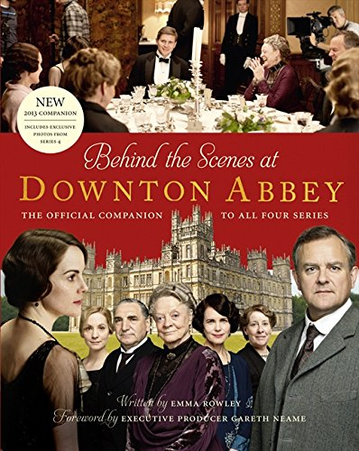 Behind the Scenes at Downton Abbey (Anglais) Relié – 12 septembre 2013 Emma Rowley HarperCollins Publishers Ltd 0007523661 FICTION / Media Tie-In