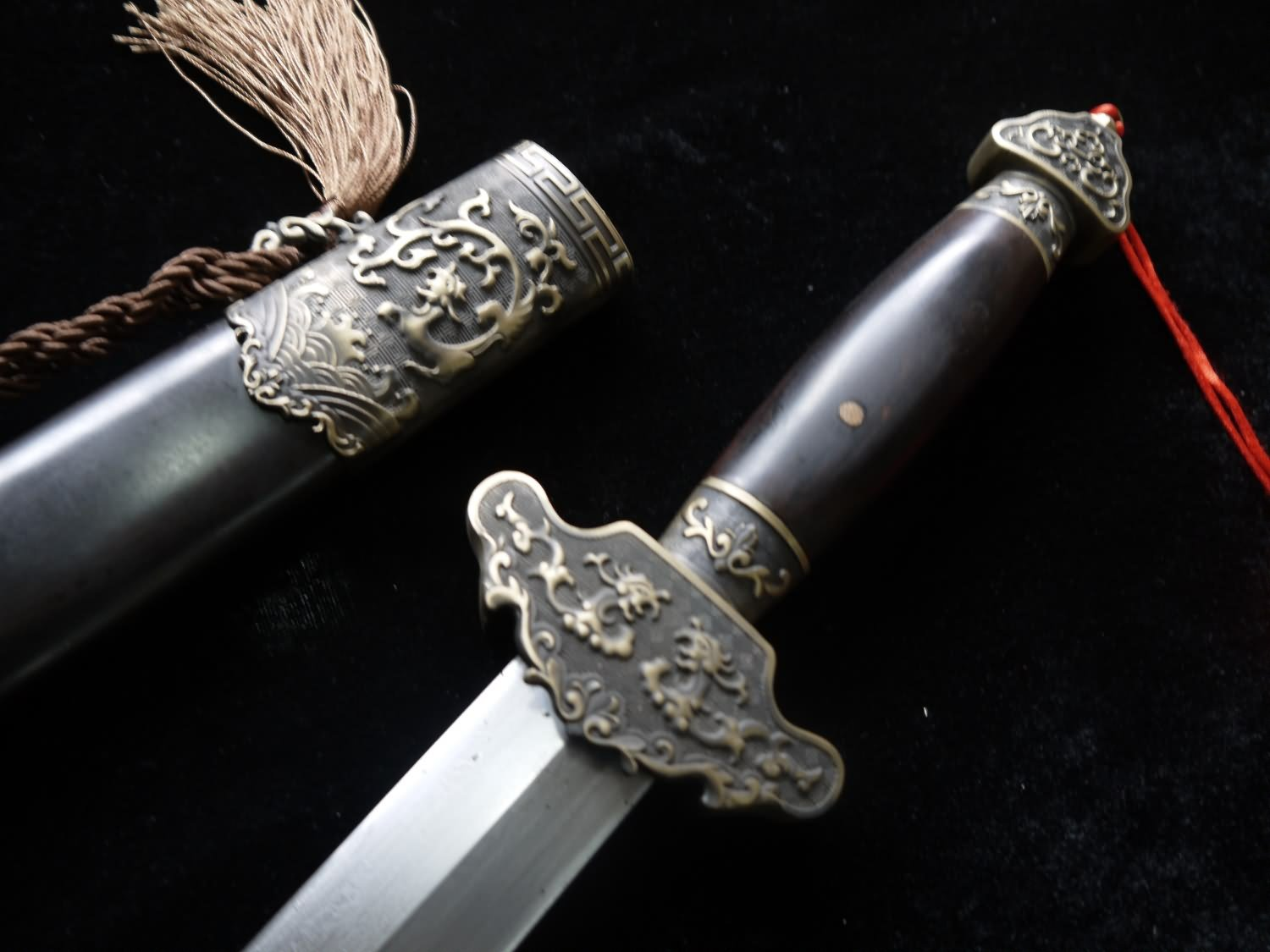 Chinese Sword/Hand Forged/Damascus Steel Blade/Black Wooden Scabbard/Brass/Heat Tempered/Full Tang