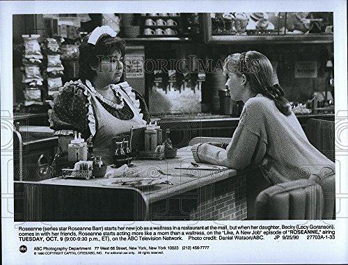 "1990 Press Photo Actress Roseanne Barr & Lecy Goranson In ""Roseanne"""