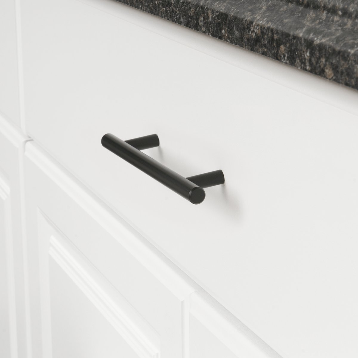 centro del orificio de 7,62 cm Basics AB1500-FB-10 Tirador de armario en forma de barra 13,66 cm de longitud Negro liso tipo europeo Flat Black