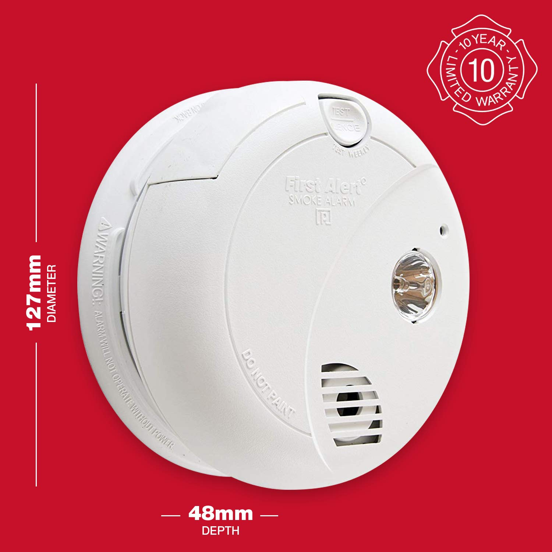 First Alert - Detector de humo con luz de evacuación [Importado de Reino Unido]