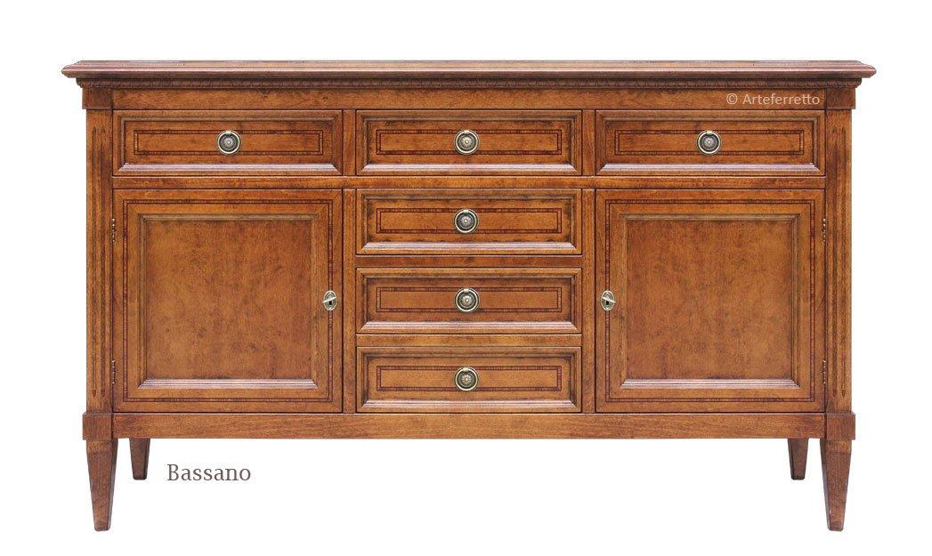 Credenza Con Piedini : Credenza solida in legno decorata da intagli con piedini mobile