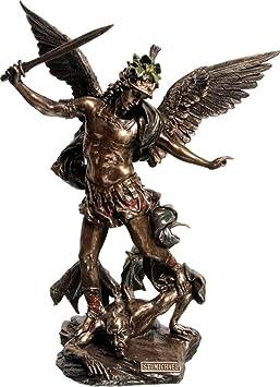Antigua Estatua griega del Arcángel Miguel