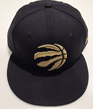 3c1979309dd Toronto Raptors NBA Basketball Claw Ball Logo Black Gold 59Fifty Hat Cap  New Era, Baseball Caps - Amazon Canada