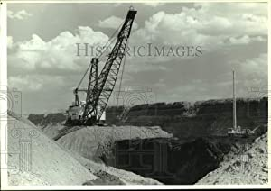 Historic Images - 1992 Press Photo A Strip Mine Pit from Black Thunder Coal Mine, Gillette Wyoming