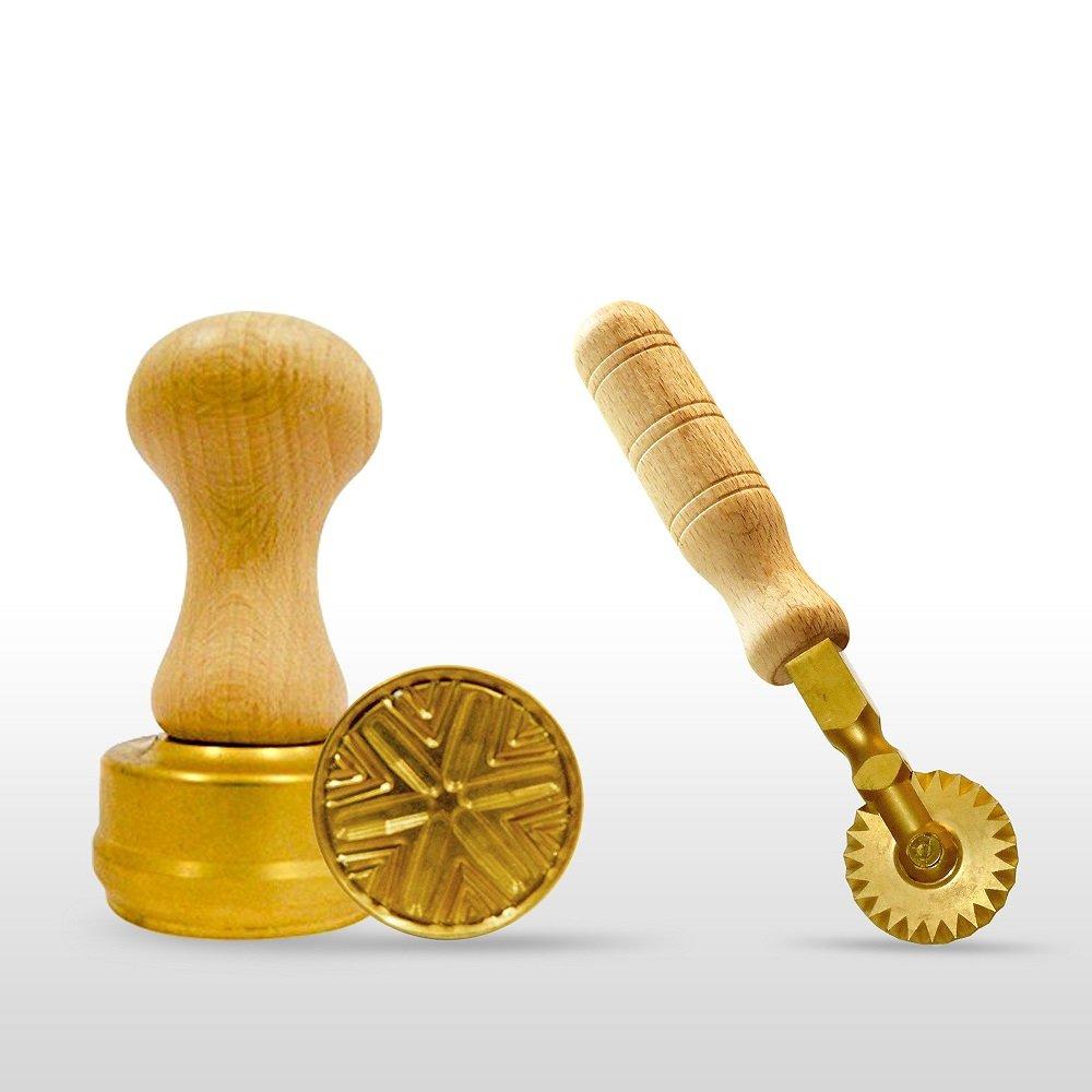 LaGondola Bundle : 1 Round Corzetti Stamp ,1 Pasta Cutter Festoneed in Brass and Natural Wood