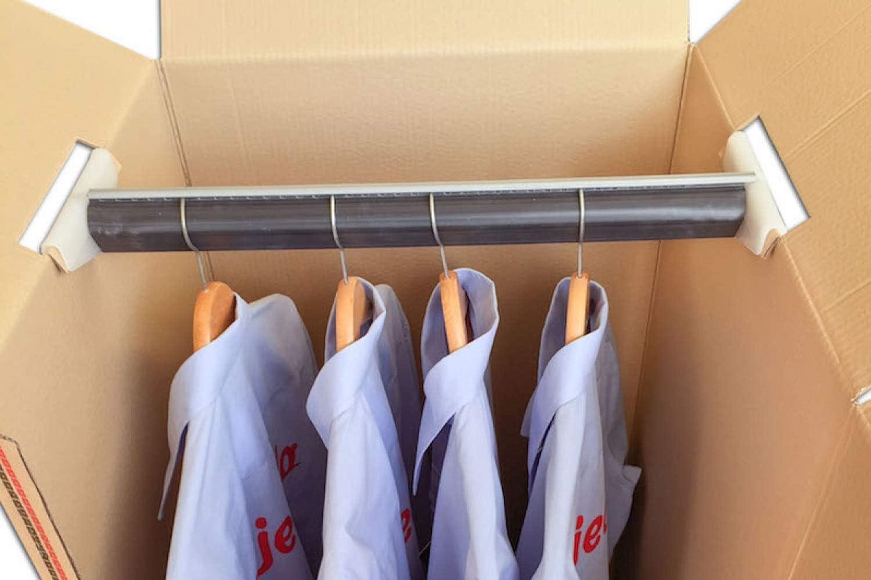 Cajeando | Cuatro (4x) Cajas Armario de Cartón | Tamaño 50 x 50 x 101 cm | VARIOS PACKS | Color Marrón y Canal Doble | Mudanzas | Guardarropa | Incluyen 4 Barras Perchero | Fabricadas en España: Amazon.es: Oficina y papelería