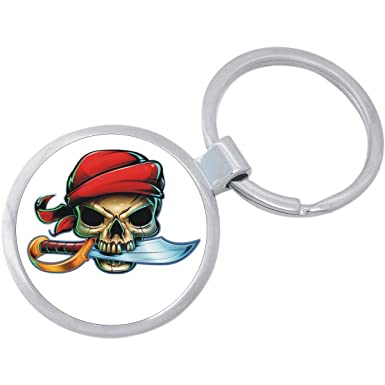Amazon.com: Llavero de calavera pirata.: Clothing