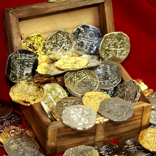 (Beverly Oaks Large Metal Pirate Coins and Wood Treasure Chest - 40 Gold and Silver Doubloon Replicas)