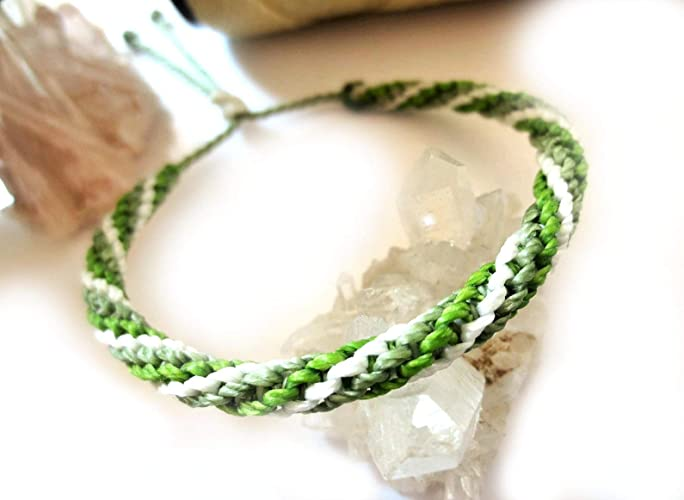 Bracelet Bresilien En Fil Tissage Rond Spirale Blanc Vert Olive Et