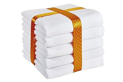 Baberos de franela de la marca ByBoom, pack de 5 unidades. 70 x 80
