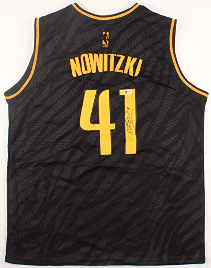buy online 93098 fc247 Dirk Nowitzki Autographed Signed Dallas Mavericks Black ...