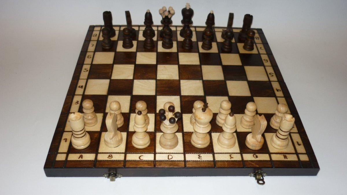 Schach 30x30cm Handarbeit Schachspiel Brettspiel Klappkoffer inkl. Figuren Holz