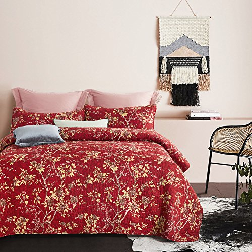 Wake In Cloud - Red Quilt Set, Vintage Floral Flowers Pattern Printed, Soft Microfiber Bedspread Coverlet Bedding (3pcs, Queen Size) (Red Bedspread Queen)