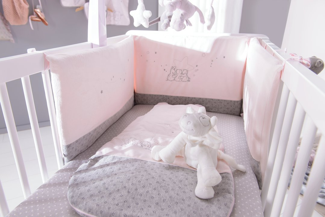 stunning tour de lit bebe gris et rose ideas awesome. Black Bedroom Furniture Sets. Home Design Ideas