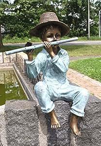 Niño con flauta travesera