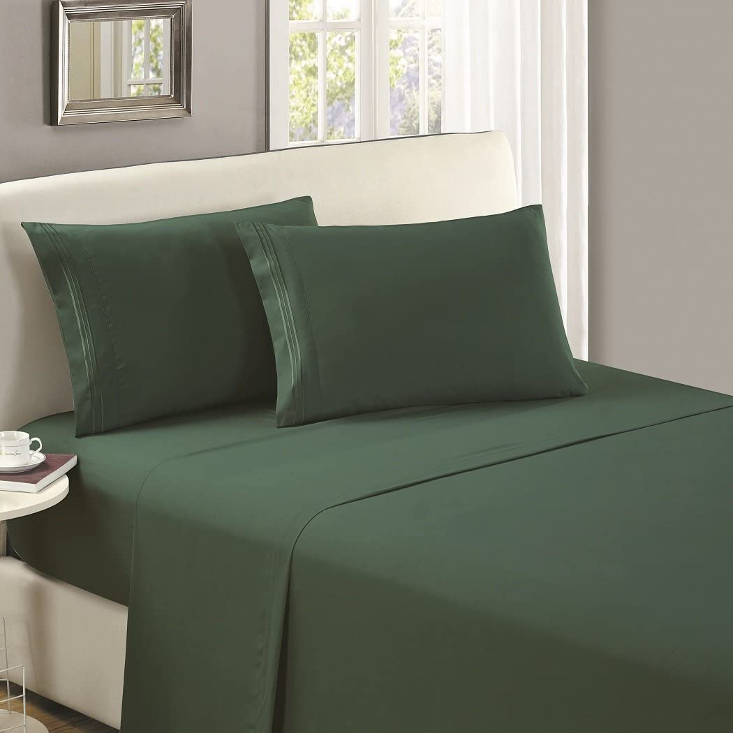 Mellanni Luxury Flat Sheet - Brushed Microfiber 1800 Bedding Top Sheet - Wrinkle, Fade, Stain Resistant - Ultra Soft - 1 Flat Sheet Only (King, Emerald Green)