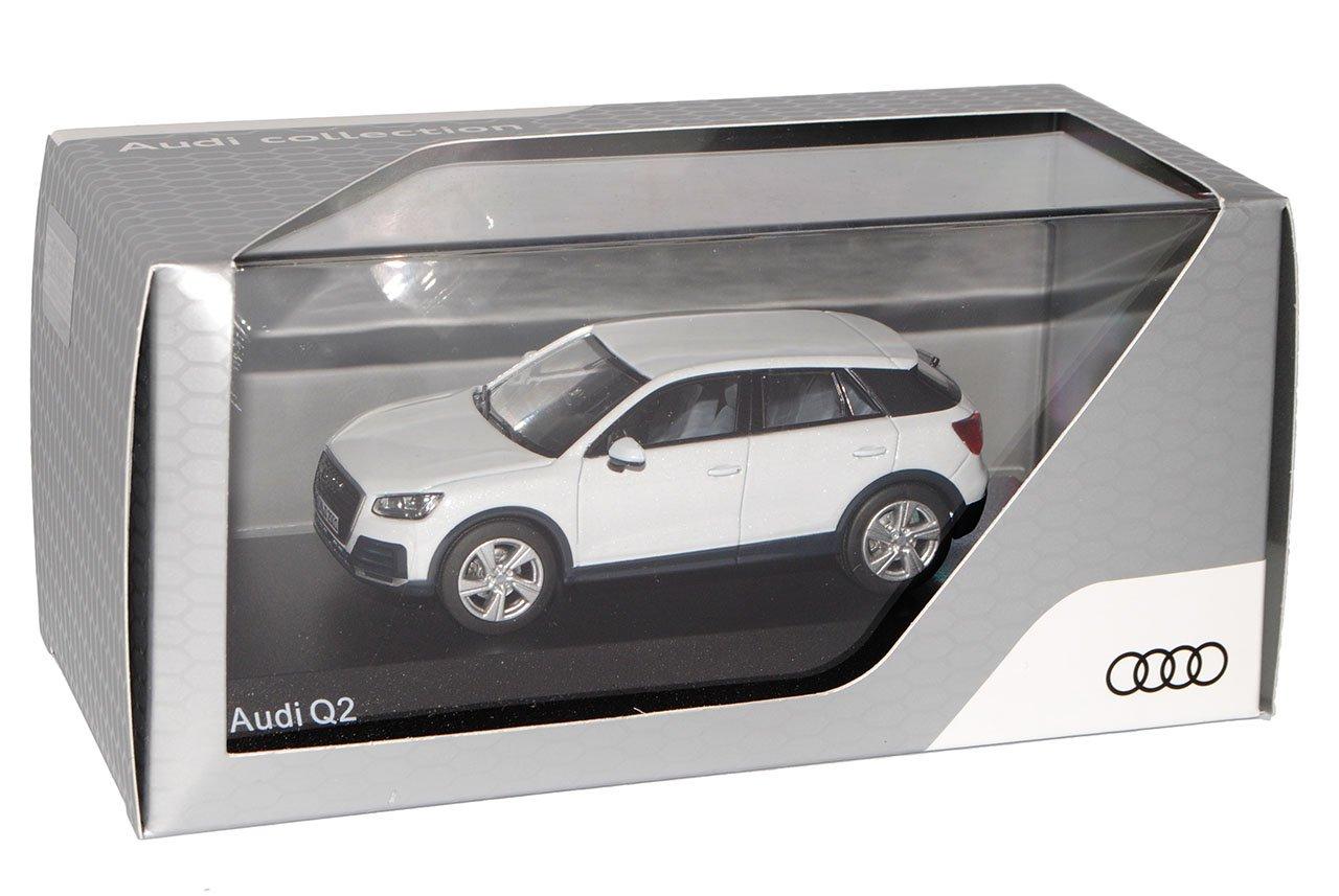 Audi Q2 SUV Weiss Ab 2016 mit Sockel und Vitrine H0 1//87 Herpa Modell Auto mit..