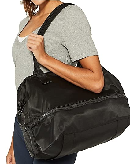 31ee1362d0 Amazon.com: Lululemon Go Lightly Duffel Bag (Black): Clothing