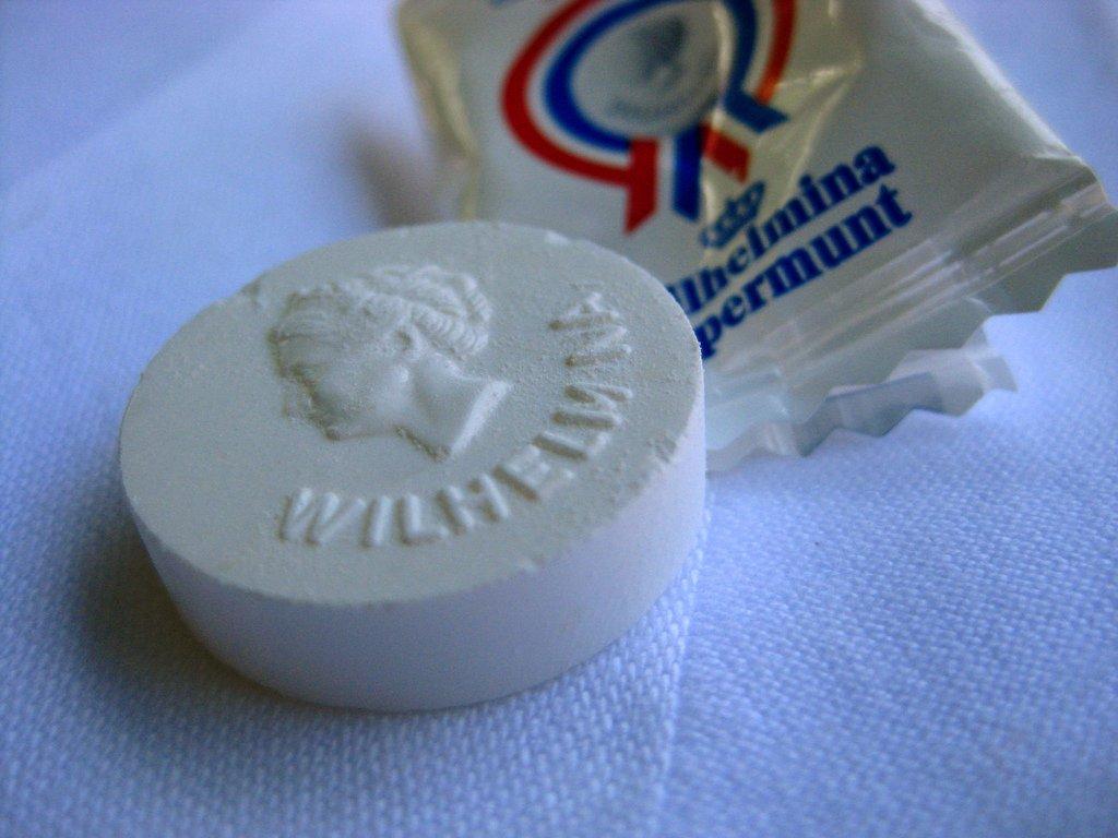 Fortuin Wilhelmina Peppermints Single Serve Packages (Pack of 200) (950 gr. / 34 Oz.)