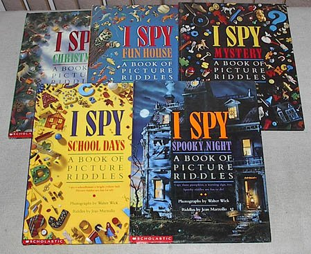 I Spy: a Book of Picture Riddles set of 5: Christmas; Fun House; Mystery; School Days; Spooky Night (I Spy) ()