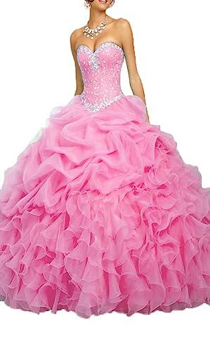 5210dc3701 Bello vestido de quinceañera con hombros descubiertos y escote de corazón.  Está hecho en organza picada en capas superpuestas y en el corsé posee  cuentas ...