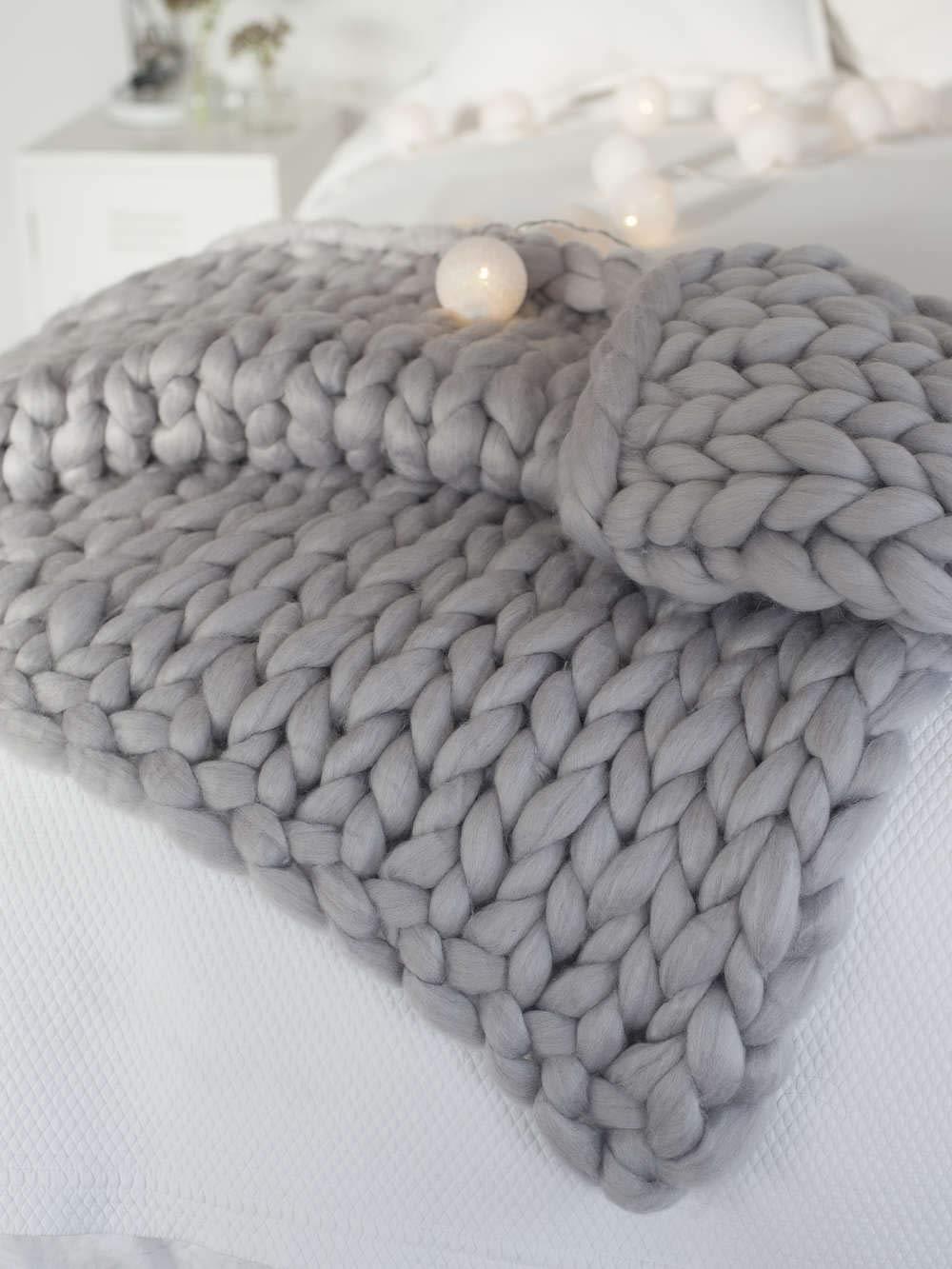 "clootess Chunky Knit Blanket Merino Wool Hand Made Throw Boho Bedroom Home Decor Giant Yarn (Light Gray 40""x40"")"