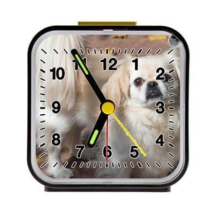 Pekingese cachorro perro amarillo Fallen hojas alarma reloj ...